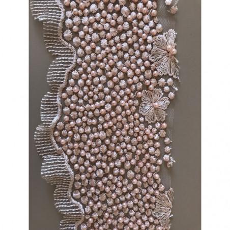 Dentelle avec perle