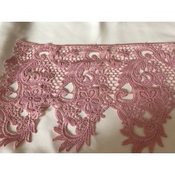 Dentelle rose tres large