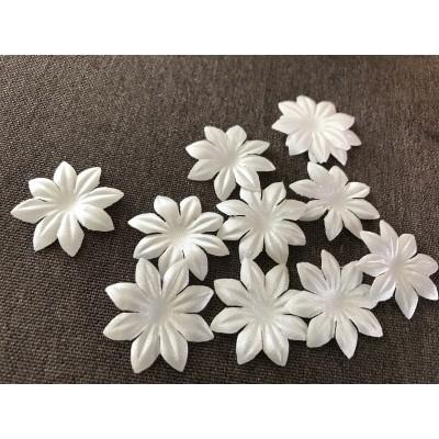 Fleur blanche 3 cm