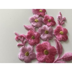 Broderie thermocollant rose