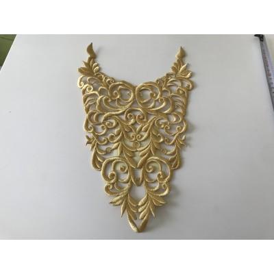 Plastron brodée en fil dorée un peu en relief