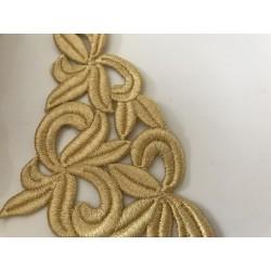 Applique à coudre  brodée en fil dorée un peu en relief