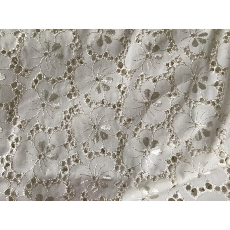 Broderie anglaise beige