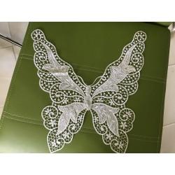 Plastron papillon blanc
